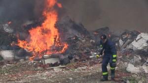 Bodrumda çöplük yangını