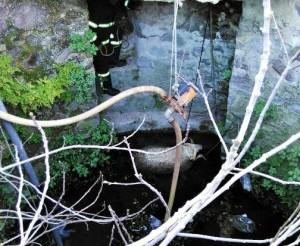 kuyuya düşen kuzuyu itfaiye ekipleri kurtardı (2)