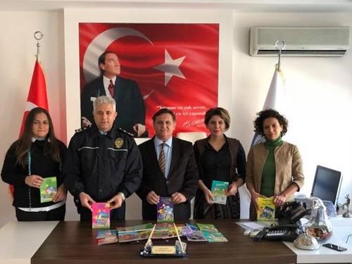 POLİS KÜTÜPHANESİNE DESTEK SÜRÜYOR