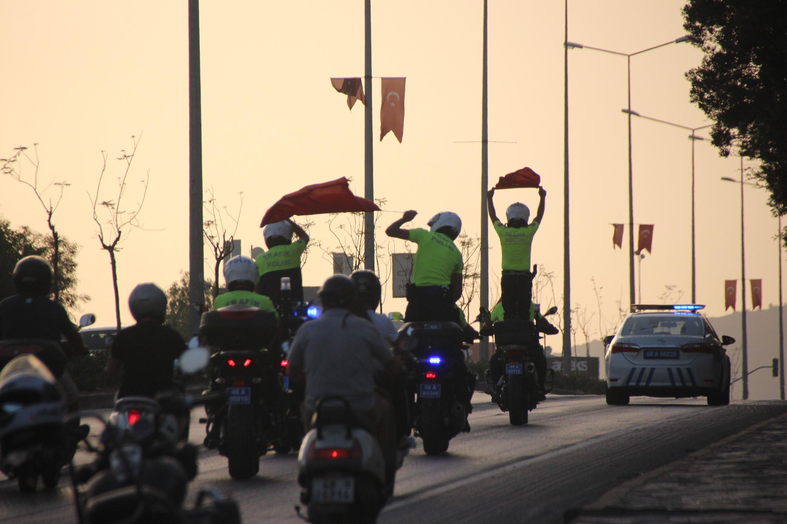 POLİS EKİPLERİNDEN 19 MAYIS KORTEJİ