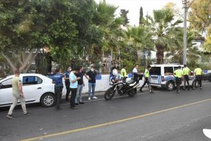 BIÇAKLI KAVGA FAİLLERİ POLİSTEN KAÇAMADI